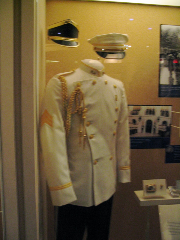 Could This Be the new Air Force Dress Uniform???   The